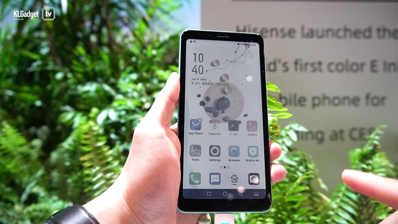 Так работает смартфон c цветным E Ink экраном: видео
