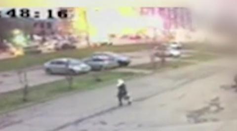 Момент обрушения дома в Ижевске попал на видео
