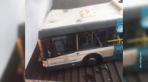 На западе Москвы автобус врезался в группу людей. Есть жертвы
