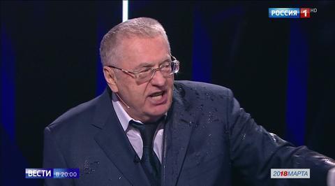 Собчак окатила Жириновского водой во время дебатов