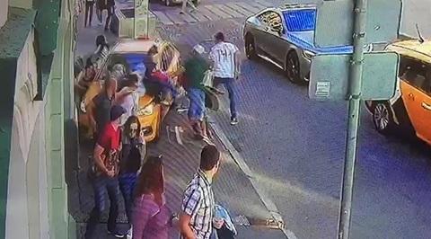 Появилось видео наезда таксиста на пешеходов в Москве