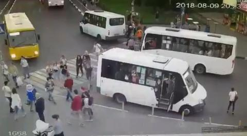 Камера зафиксировала момент наезда автобуса на пешеходов в Мытищах