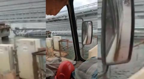 Железнодорожный пролет Крымского моста упал в пролив