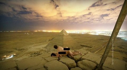 Оргия на чуде света: датские туристы неуважительно отнеслись к пирамиде Хеопса