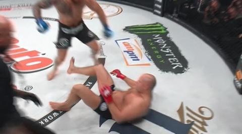Федор Емельяненко проиграл Райану Бейдеру в бою за титул чемпиона мира