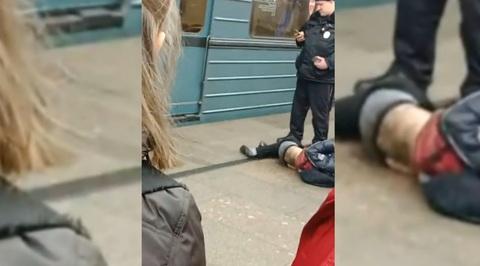 Подросток упал под поезд московского метро