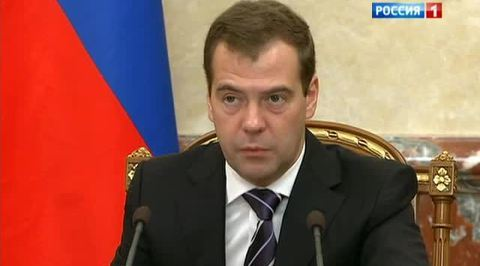 Медведев потребовал взяться за пассажирские перевозки