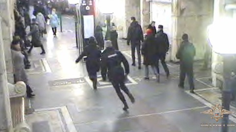 Пассажирка метро устроила поножовщину на