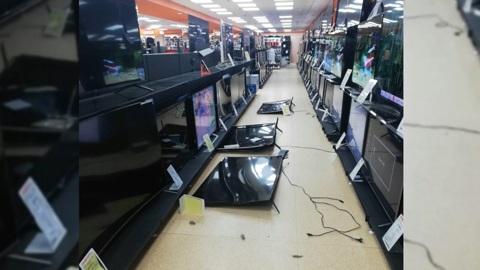 Покупатель разбил молотком 11 телевизоров на глазах сотрудников гипермаркета