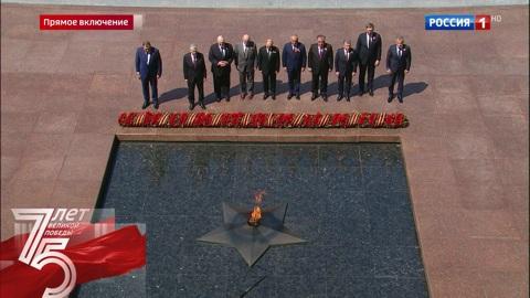 Военный парад, посвященный 75-й годовщине Победы в Великой Отечественной войне 1941-1945 годов. Москва. Парад Победы. Возложение цветов к Могиле Неизвестного Солдата