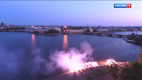 Военный парад, посвященный 75-й годовщине Победы в Великой Отечественной войне 1941-1945 годов. Санкт-Петербург. Праздничный салют