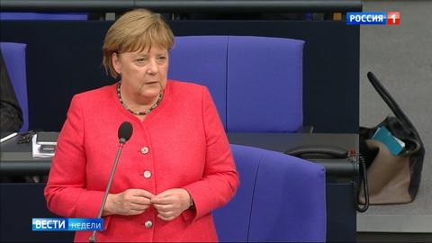 Меркель передумала бесить коллег и задобрила Макрона