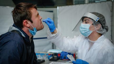 Коэффициент распространения коронавируса в России превысил единицу