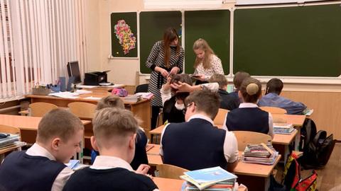 """Новости на """"России 24"""". Миллионы российских школьников вернулись к традиционной форме обучения"""
