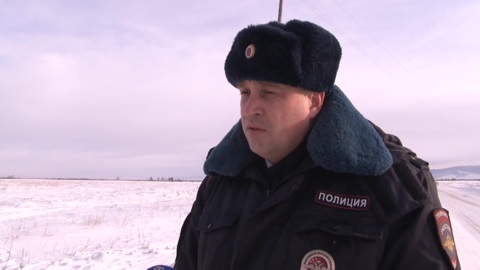 """Новости на """"России 24"""". В Бурятии полицейский спас замерзающих людей"""