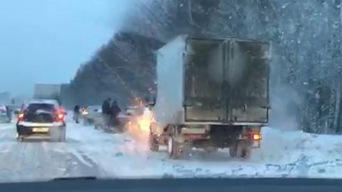 Видео из Сети. Движение в сторону Екатеринбурга было затруднено из-за массового ДТП