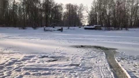 ЧП. Владельцы снегоходов спасли провалившегося под лед пенсионера на канале имени Москвы
