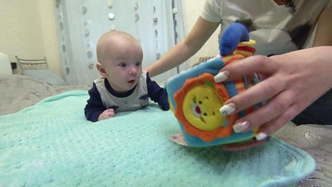 Вести-Москва. Малышу с деформированным черепом срочно нужен специальный шлем