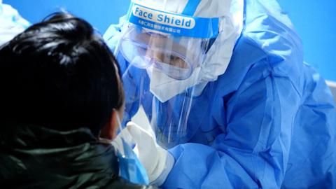 Вести в 20:00. Число заражений коронавирусом в мире превысило 97 миллионов