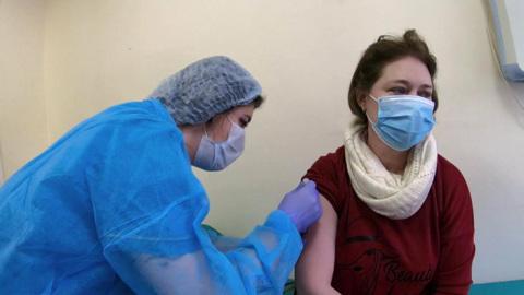 """Новости на """"России 24"""". У вакцинации нет зон вне доступа: прививки делают даже в селах"""