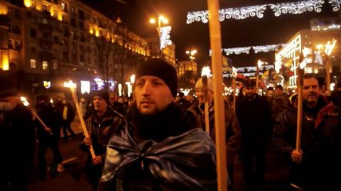 Киевские власти уверенно идут к нацизму
