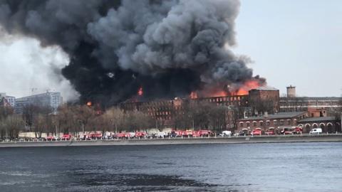 """Потушен пожар на """"Невской мануфактуре"""", бушевавший четыре дня"""