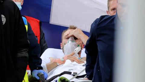 Капитан и медики сборной Дании удостоены награды УЕФА