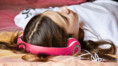 """Песни, которые """"заедают"""" в голове, полезны для мозга"""