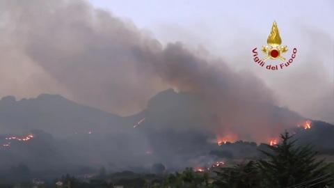 Италия в огне: лесные пожары охватили Сицилию, Катанию и Палермо