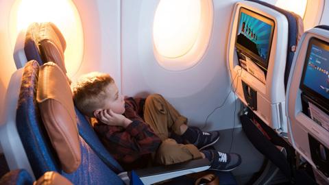 Чем развлечь малыша в самолете