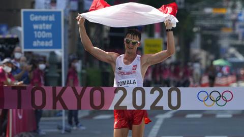Поляк Томала завоевал золото Олимпиады в спортивной ходьбе на 50 км