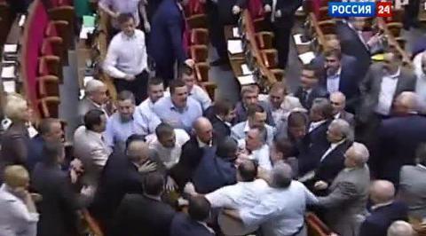 Оппозиция и регионалы подрались в Раде