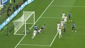 Кавани забивает третий гол в ворота России