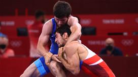 Артур Найфонов завоевал бронзу Олимпиады в вольной борьбе