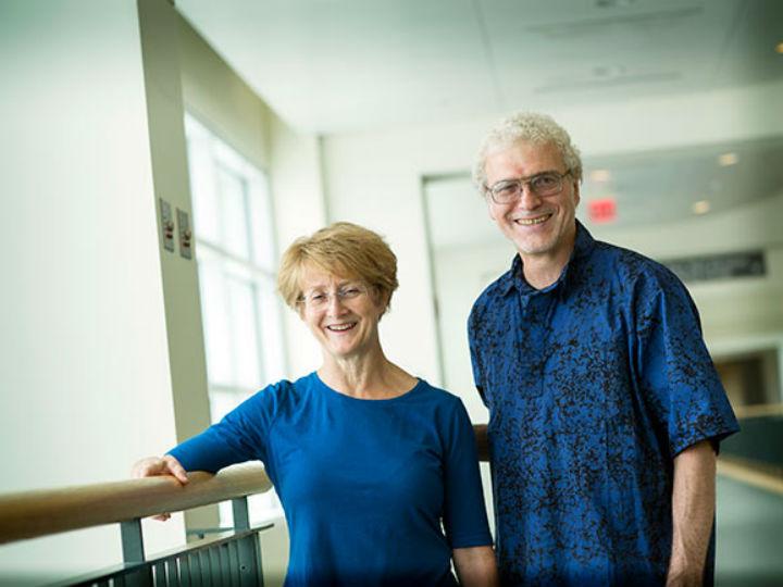 На фото создатели вакцины против рака √ профессор микробиологии и иммунологии доктор Дэвид Бзик (David Bzik) и ведущий исследователь Барбара Фокс