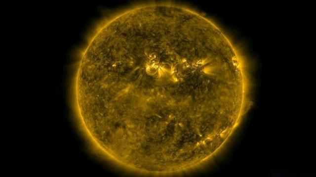 Поток заряженных частиц от Солнца электризует земную атмосферу, вызывая значительное учащение ударов молний