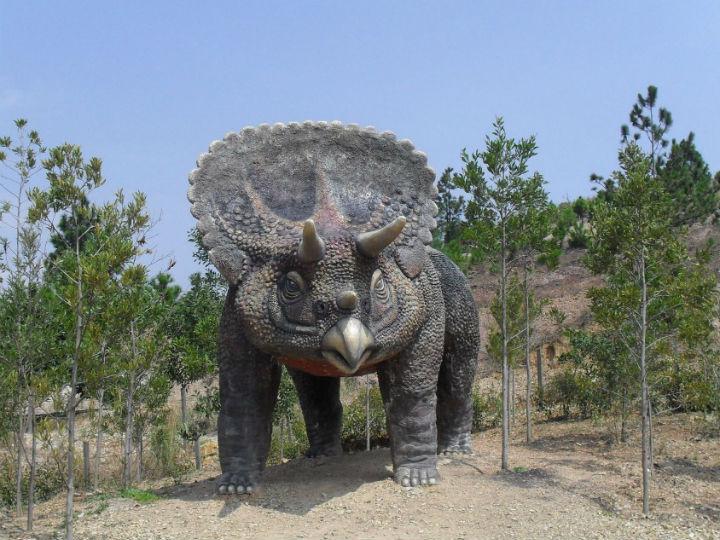 Истинной причиной вымирания динозавров действительно было падение метеорита, но ему предшествовали и другие важные обстоятельства