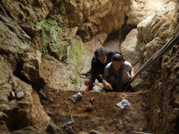 Раскопки в испанской пещере Зафарайя