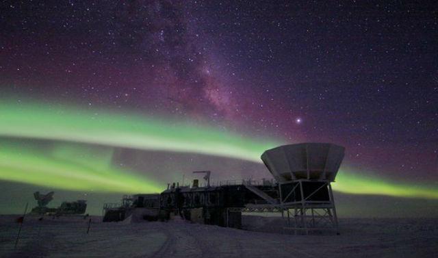 Радиотелескоп на Южном полюсе, с помощью которого астрофизики открыли возможный след гравитационных волн