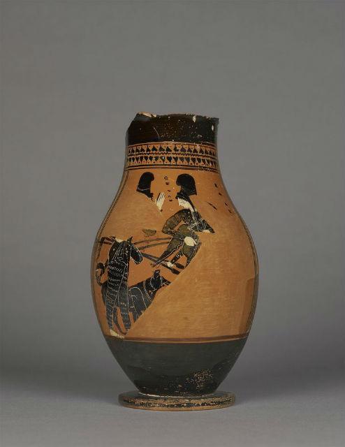Охотницы с собаками на древней вазе