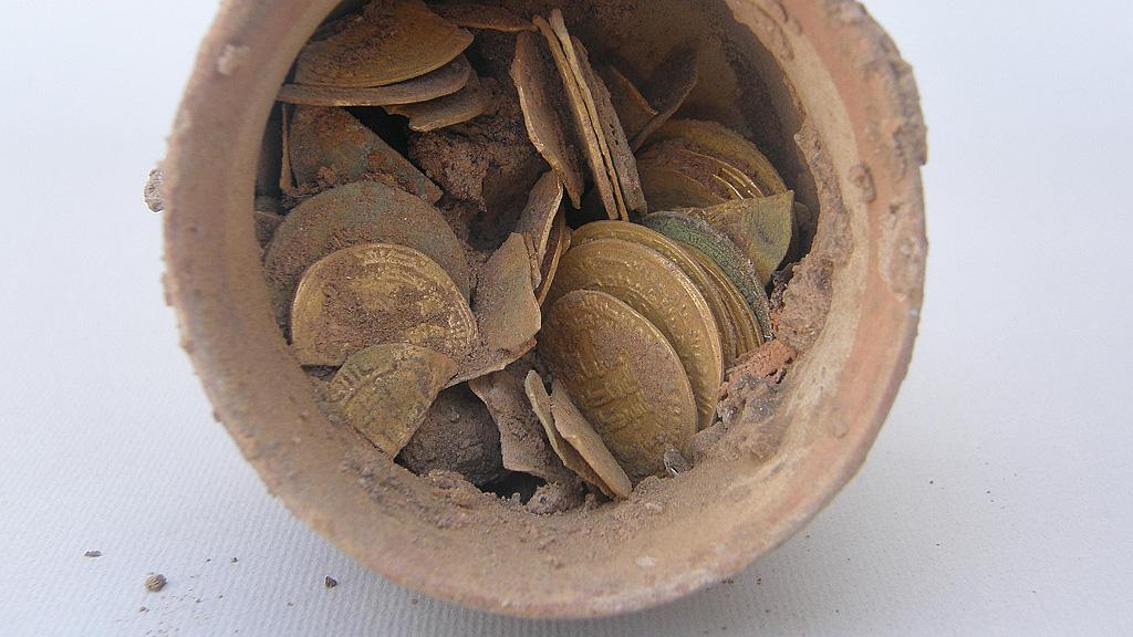 80 золотых динаров, найденные при раскопках монастыря в 2005 году. Фото: W. Godlewski / CAŚ UW archive