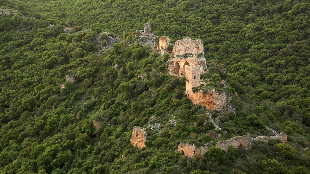 Руины тевтонской крепости Монфор в холмах Верхней Галилеи. Фото: Eran Feldman / Wikimedia Commons