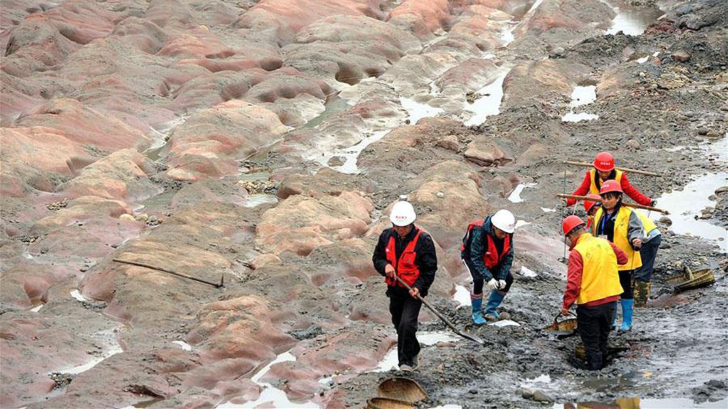 Проведение раскопок на осушенном участке реки Миньцзян. Фото: Xinhua / Li He