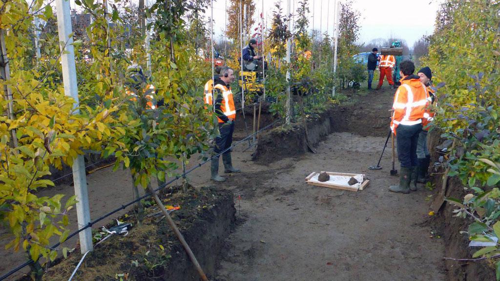 Раскопки на территории садового участка в Линдене. Фото с сайта═volkskrant.nl