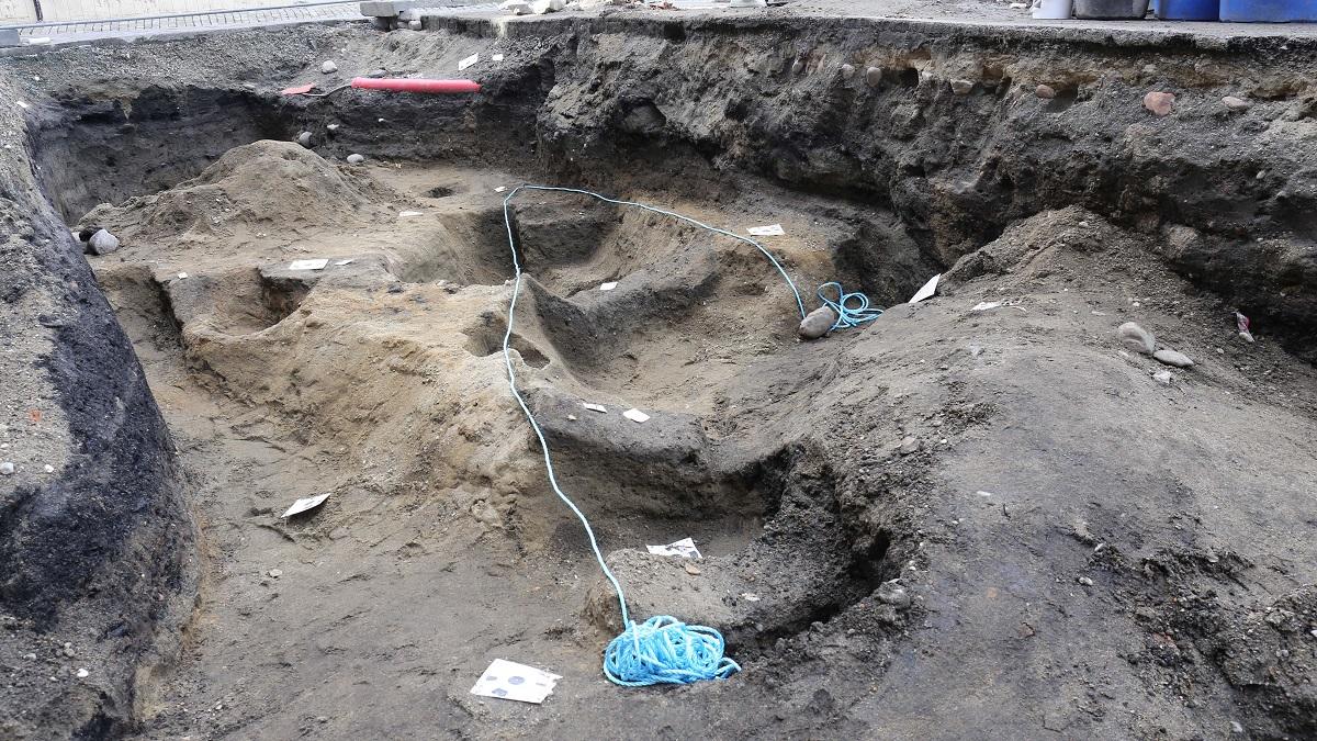 Могила была вырыта сразу по форме лодки, а сама ладья служила гробом для викинга.