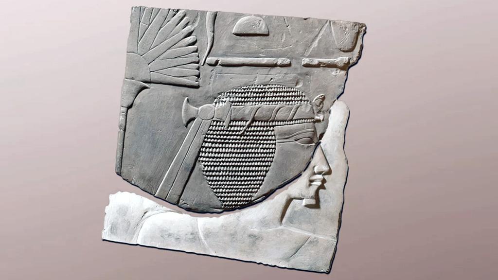 Соединенные фрагменты с подлинным лицом Хатшепсут и фальшивым лицом фараона-мужчины. Фото: Swansea University