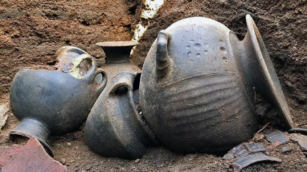 Вульчи. Керамика из захоронения ╧ 99. Фото: Etruria Oggi