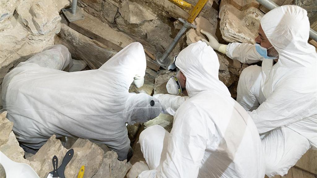 Вскрытие потайной гробницы в храме Эпископи. Фото: Ministry of Culture and Sports, Greece
