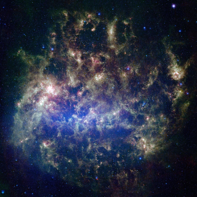 """Изображение Большого Магелланова Облака, полученное с помощью инфракрасного телескопа """"Спитцер""""."""
