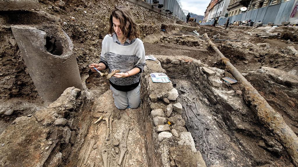 Раскопки древнеримского некрополя в Любляне. Фото: Arne Hodalič / Katja Bidovec